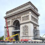expo-gratuite-christo-paris-etape-installation-arc-de-triomphe-empaquete
