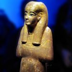 expo-paris-Toutankhamon-divinite-egyptienne-bois-dore