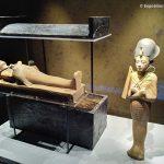 expo-paris-Toutankhamon-divinites-cercueil-statues