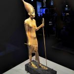 expo-paris-Toutankhamon-statue-bois-dore