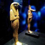 expo-paris-Toutankhamon-statues-divinites-bois-dore