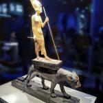 expo-paris-Toutankhamon-sur-panthere-noire-statue-bois-dore